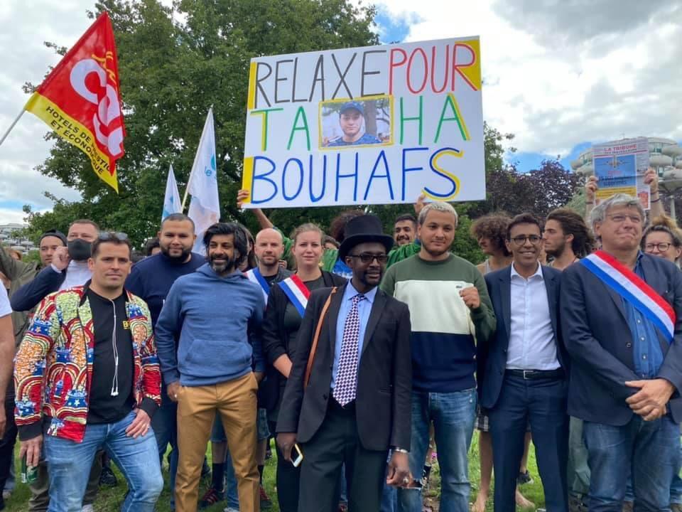 Relaxe pour @T_Bouhafs ✊🏽🔺📹 !  #libertedelapresse   #TahaBouhafs @MathildePanot @ericcoquerel @AnasseKazib @GaelQuirante @younousomarjee @GuiraudInd @davduf https://t.co/St1BQUJXJI