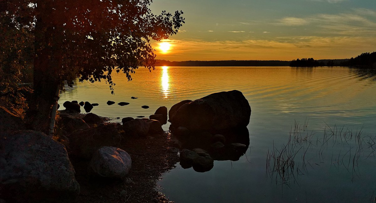 Have a nice weekend  #Finland #sunset #photography #StormHour #travel #nature #photograph #landscape #summer #weekend #weekendvibes #tgif #FridayMotivationpic.twitter.com/IE6MGOqK1k