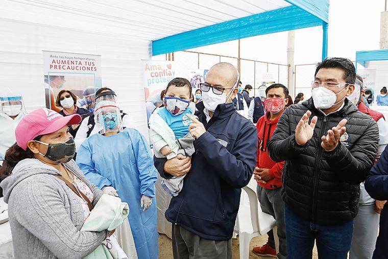 🔵 Ministro de Salud (@Minsa_Peru), Víctor Zamora, destacó que el Perú sea el primer país de América Latina que sale a vacunar en plena pandemia para proteger a la población https://t.co/Mn7gm0icuh https://t.co/0B1jaBrHsY