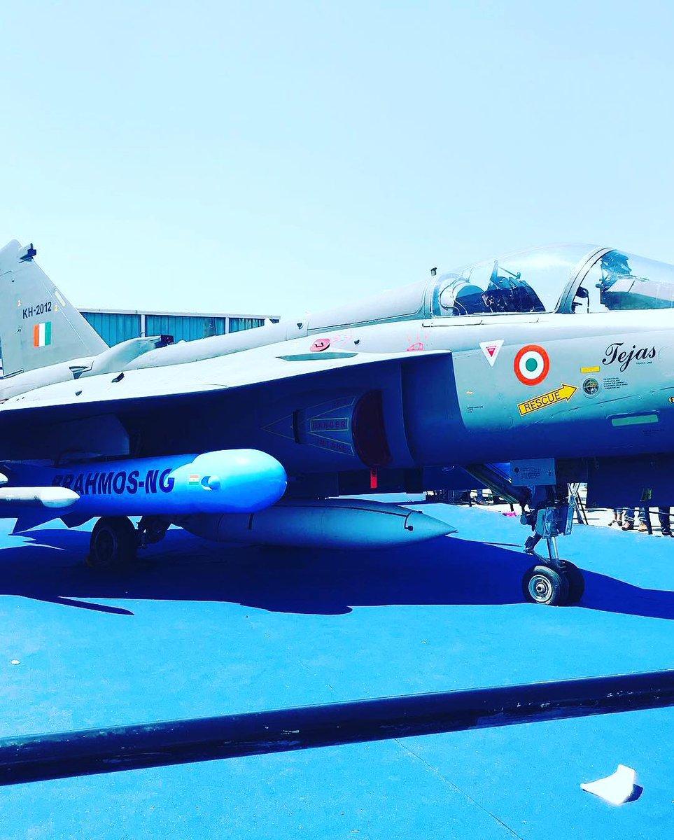 World's finest flying beauties. Glimpses from Aero India Show 2019 Bengaluru, India.#Throwback #AatmaNirbharBharat  #Tejas #IndianAirForce #MakeInIndia pic.twitter.com/feUf4o2Tcd