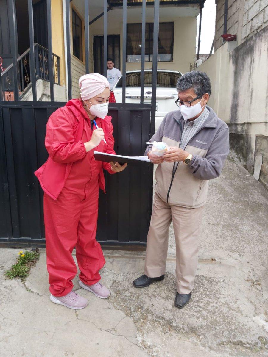 Acercamos la salud a la gente en diferentes rincones del Ecuador. El Centro de Rehabilitación Integral Especializado Azogues, junto al equipo de Técnicos Operativos de Apoyo, entregaron medicamentos en los domicilios de pacientes vulnerables. #IESSBuenasNoticias https://t.co/R1AGIbYROu
