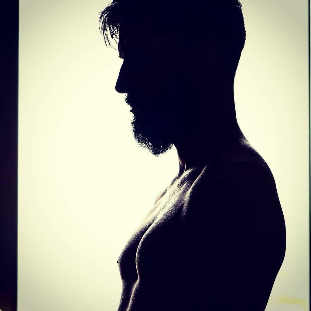 Mindig ki akartam próbálni ezt a fotó trükköt. Tetszik az eredmény!  . . . #blackandwhite #backlight #light #lights #flashesofdelight #muscles #power #window #photooftheday #fitness #gym #upperbody #hair #handsome #veszprem #fitnessmotivation #fit #cool …