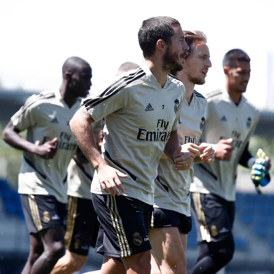 👊 الفريق يستعد للمباراة في سان ماميس! #هلا_مدريد | #RMLiga https://t.co/SsR3DGNys4