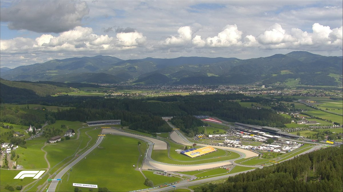 What a place to go racing ⛰  #AustrianGP 🇦🇹 #F1 https://t.co/h5ULBNu27x