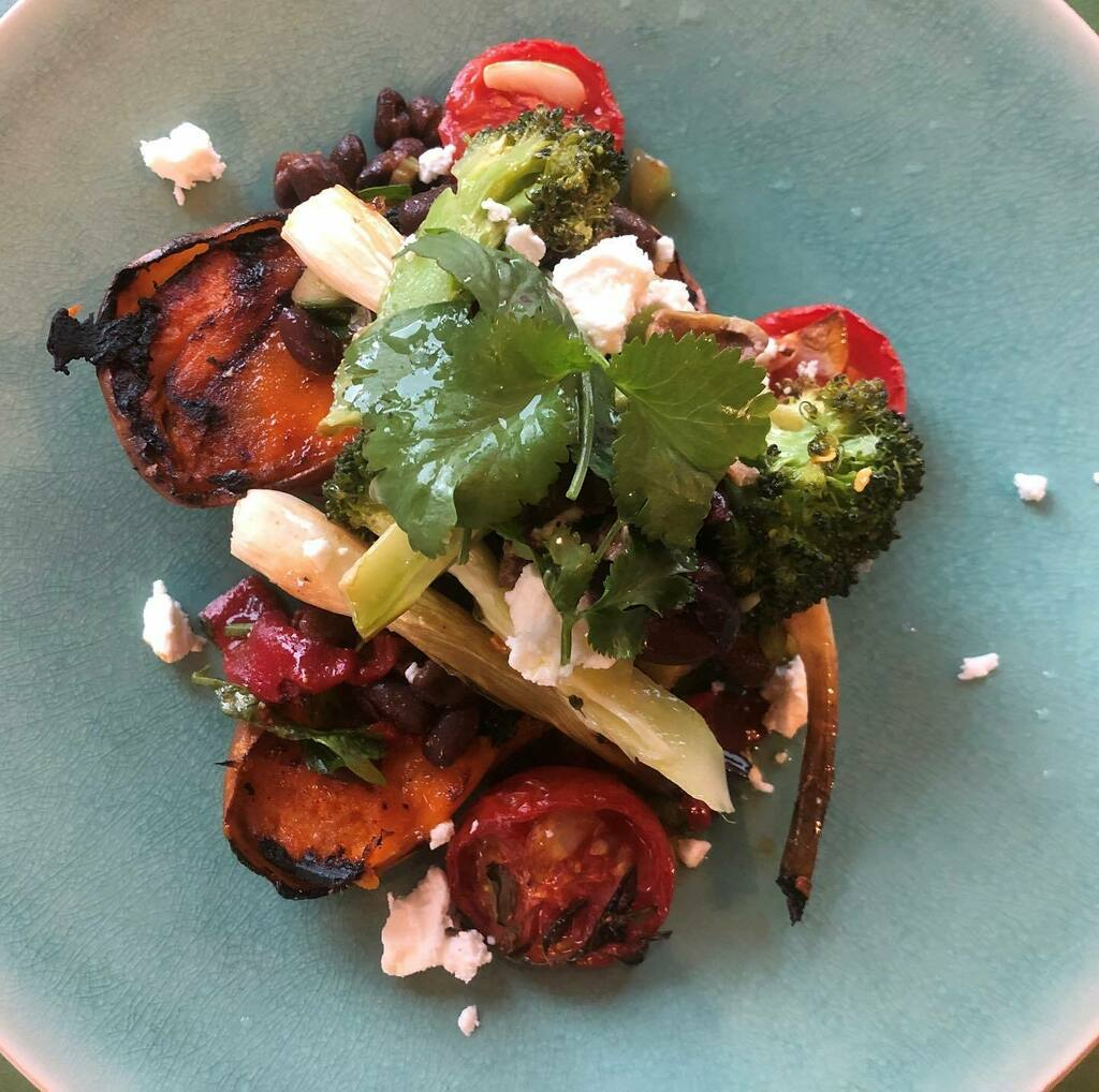 Sticking with the vegetables today - grilled sweet potato, chilli roasted broccoli, charred spring onions, black beans, piquillo peppers, oven dried tomato, feta and coriander. . . . . . .  #londoneating #eating #tasty #flavour #foodgram #yum #London #lo… https://instagr.am/p/CCLpuyrHVA5/ pic.twitter.com/J5hGHnJOhr