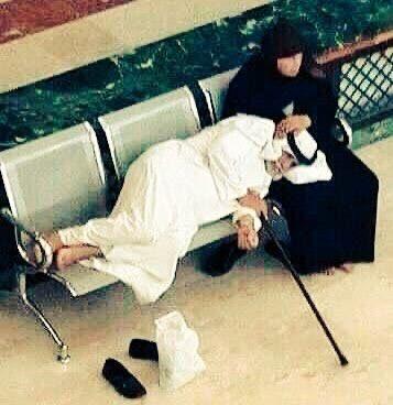 """يقول الأديب مصطفى لطفي المنفلوطي في كتابه #النظرات   """"المرأة عماد الرّجل، وملاك أمره، وسرّ حياته، من صرخة الوضع إلى أنّة النزع"""" https://t.co/jiI3TKhpgX"""
