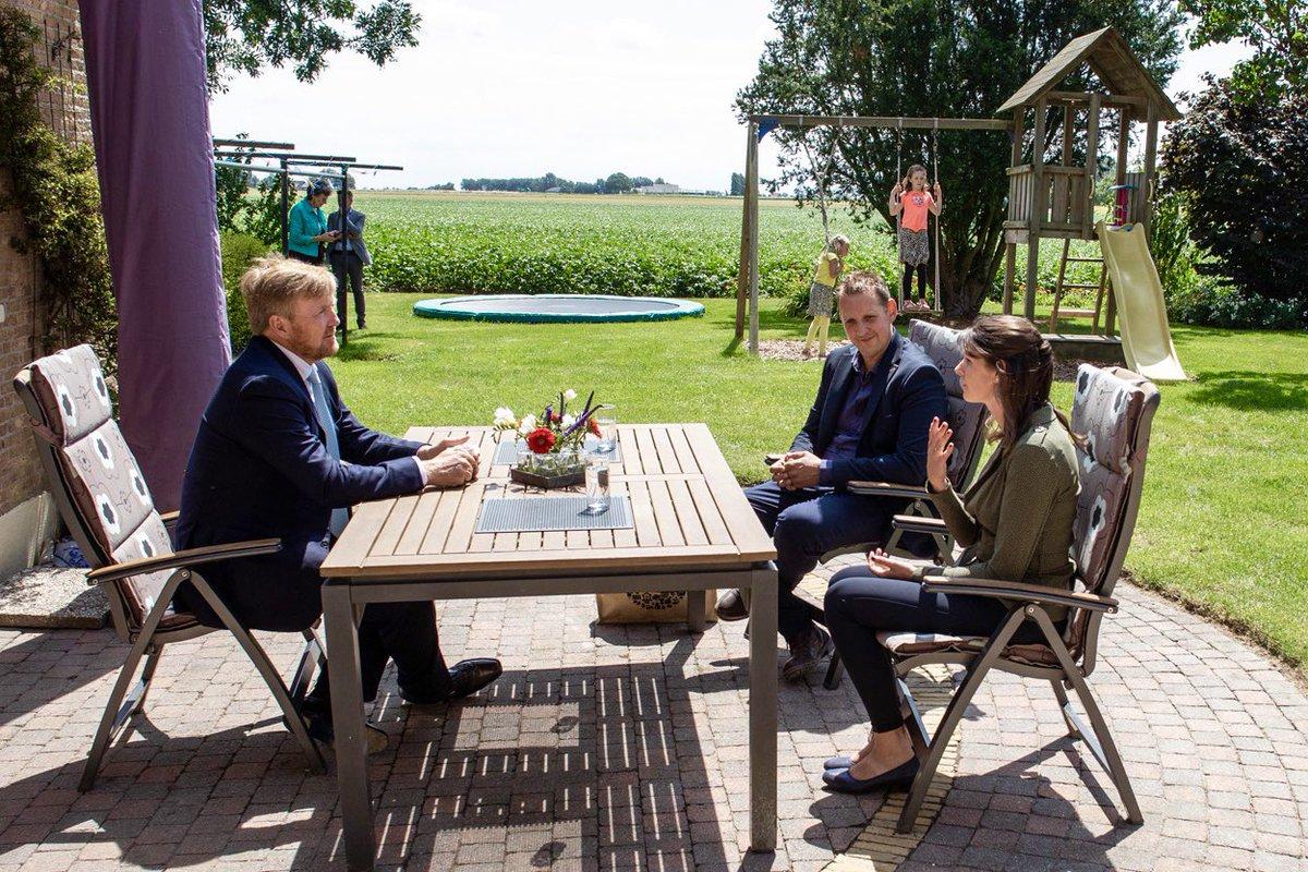 test Twitter Media - Koning Willem-Alexander bezoekt Van der Poel Loonbedrijf en Akkerbouw in Abbenbroek, n.a.v. de impact van de corona-uitbraak op de land- en tuinbouwsector. De Koning krijgt een rondleiding en heeft gesprekken over o.a. de toekomst van de sector. https://t.co/cSU2rI78IM https://t.co/fVRALmniI0