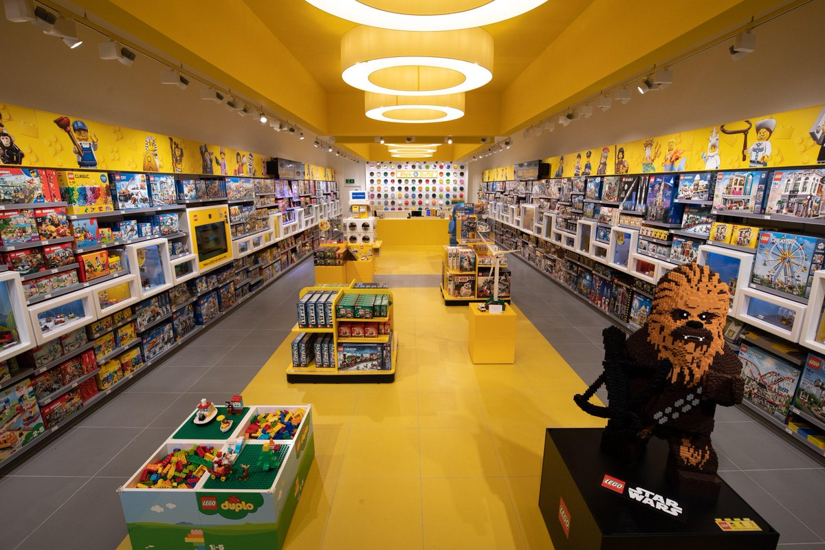 """LEGO fans will say """"I know a spot"""" then take you here: https://t.co/gsQ5aCk0Pc"""