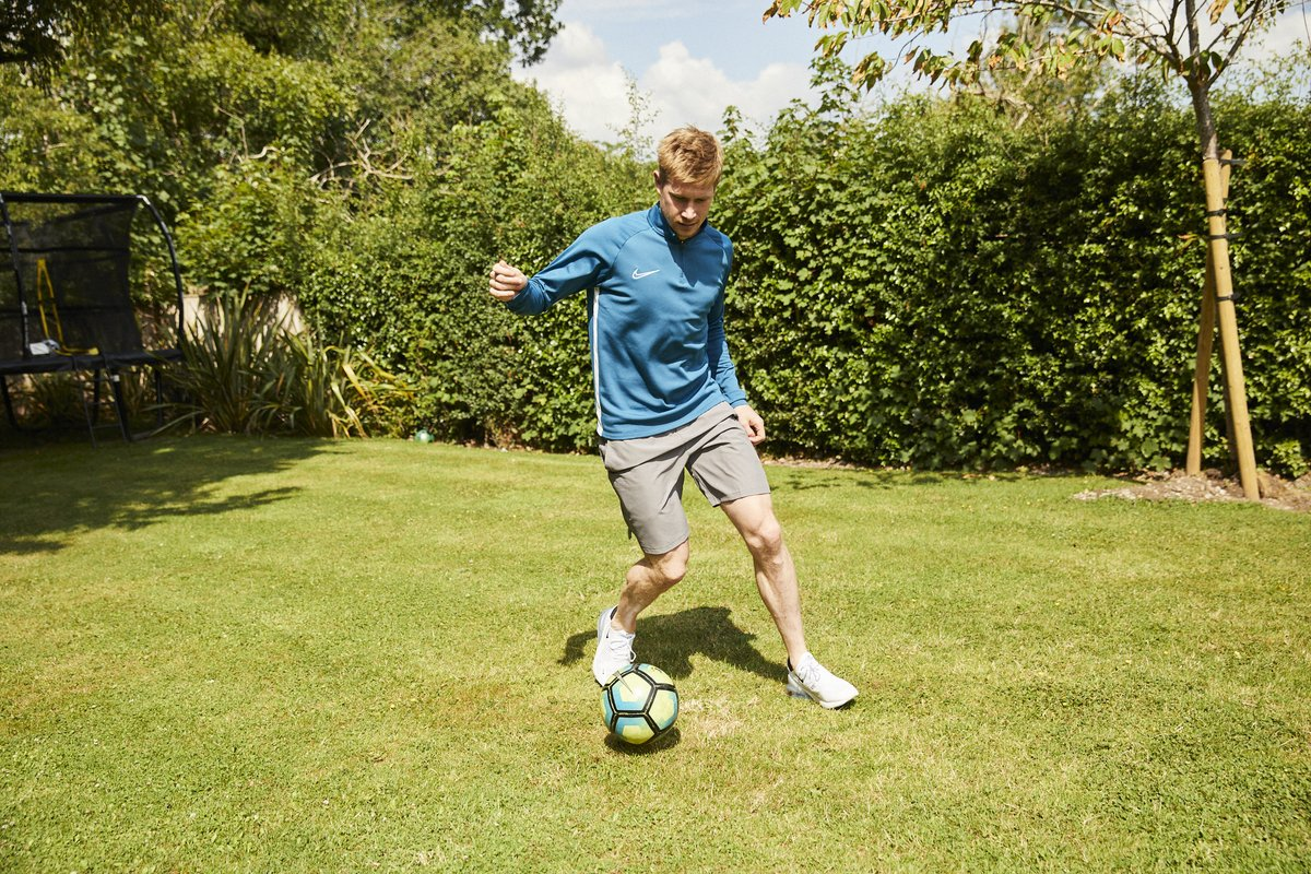 To be the best you have to fuel your body with the best 💪💧 Find out what @DeBruyneKev does to #PushIt to be the best next week with an exclusive giveaway 👀   https://t.co/nn0rIGmQrp https://t.co/cAEbtupdWS