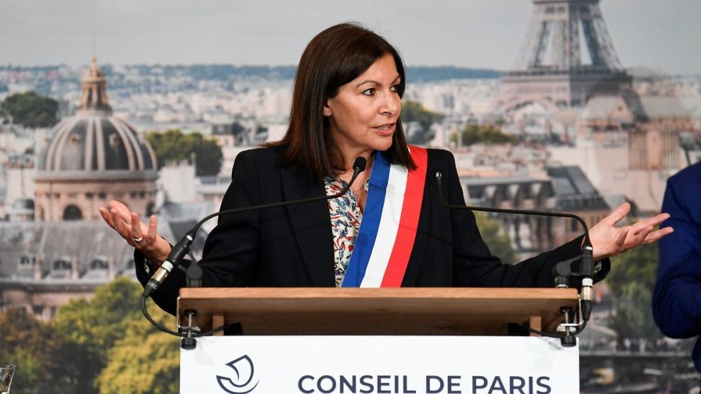 Municipales 2020 : Anne Hidalgo est officiellement réélue à Paris et s'entoure de 37 adjoints  https://t.co/xAOQfvX7fc https://t.co/O2bz2Bop9b