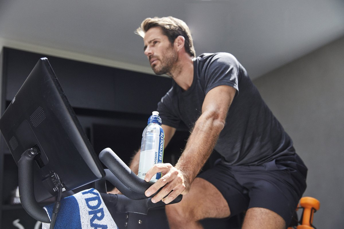 How does Jamie Redknapp #PushIt to be the best in his everyday life?    'Since I finished playing football, I still like to look after myself... you want to feel like you're putting the right things into your body'   Watch the full video: https://t.co/ccVlv0fv88 https://t.co/MDbrC9zXQs
