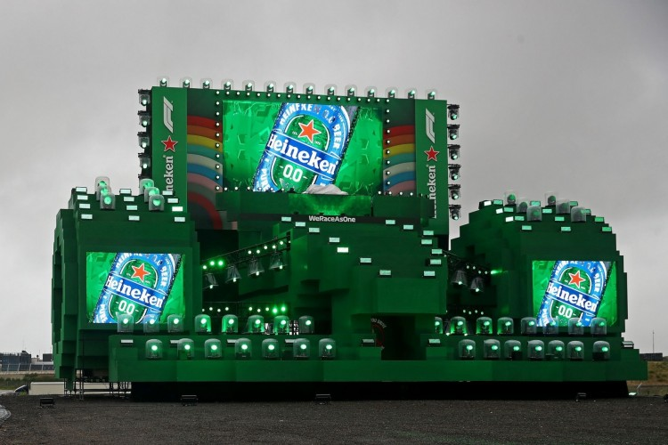 Today at the #CircuitZandvoort hospital workers in The Netherlands will enjoy a #NowYouCan Drive-In viewing experience with Heineken 0.0, celebrating the return of @F1   Read more: https://t.co/PZ9bOhhkCs  #WhenYouDriveNeverDrink #SocialiseResponsibly https://t.co/4I9VEpl8zm