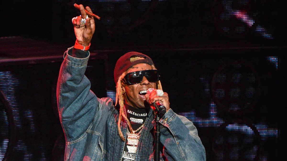 Lil Wayne finally releases Free Weezy Album on all streaming platforms. bit.ly/31FYZVf