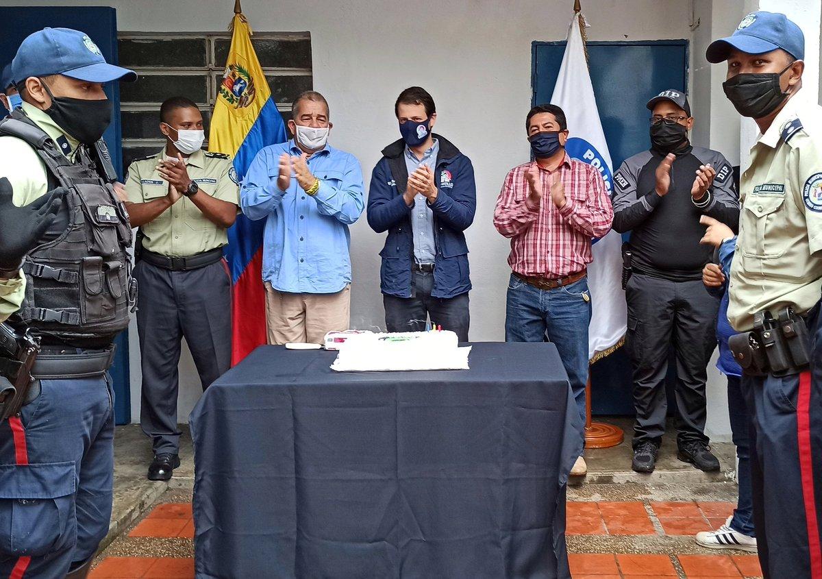 En medio de esta adversidad nuestro Instituto Autónomo de Policía Municipal El Hatillo @PoliciaHatillo cumple 25 años de fundación.   Hoy más que nunca nos sentimos orgullosos de ser el municipio más seguro de la Gran #Caracas. #PoliHatillo25Años https://t.co/SHnkBoOWHW