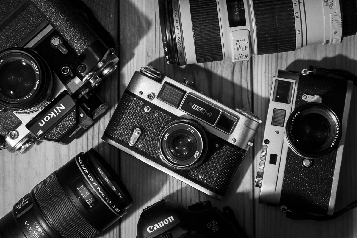 #nationalcameraday - that's a new one one on me - here's a few of my mine, old and up to current - the one in the middle was the first 'real' camera I held and got me hooked on a lifetime of photography ! https://t.co/UcP75JfUUJ https://t.co/HZQNfyJ75G