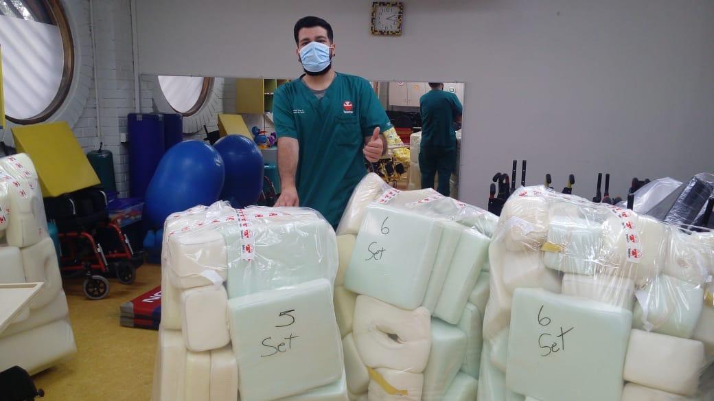 Los profesionales del Laboratorio de Órtesis y Prótesis de #Teletón Valparaíso, trabajando en la confección de set de posicionamiento en prono, en ayuda del área de salud para tratamiento de pacientes Covid-19. https://t.co/48mT18cgdE