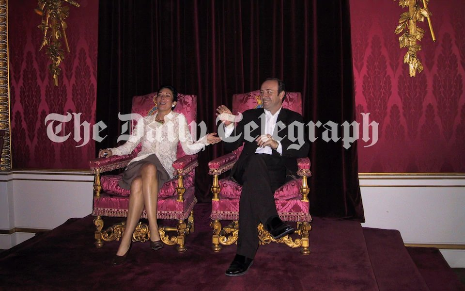 New photograph also shows Ghislaine Maxwell sitting in the Throne Room at Buckingham Palace with Kevin Spacey 2/ https://t.co/KhmBB6XTc9