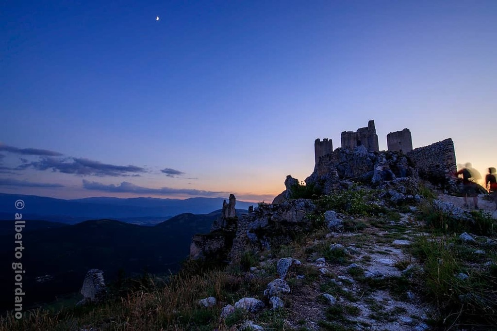 #roccacalascio #laquila #abbruzzo #castle #ruins#architecture #nature #mountains #sunset  . . . #igersitalia #ig_italy #ig_italia #igersabruzzo #ig_abruzzo #volgoitalia #volgoabruzzo #volgolaquila #igworldclub #ig_worldclub #loves_united_abruzzo #loves_abruzzo #italiainunosc…pic.twitter.com/1k5FDKEko6