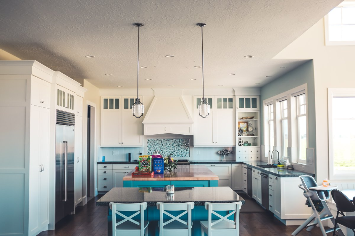 Check out this kitchen and all the light tones, which really helps open up the layout and allows the natural light to shine through! #candidhomedesign #architecture #construction #homeremodel #homeremodeling #remodeling #renovations #homedesign #housedesignpic.twitter.com/8Zotey7iCg