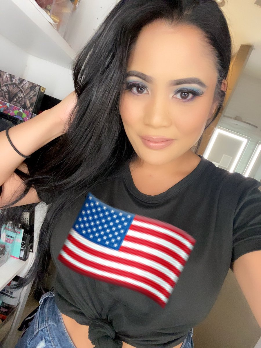 Happy Independence Day!  I don't have anything festive to wear so I just superimposed a flag on my shirt and threw on some patriotic colors on my face  be safe guys!   #independenceday #morphecosmetics #urbandecay #nyxcosmetics #anastasiabeverlyhills #makeuplookspic.twitter.com/CHEwWlfEVp