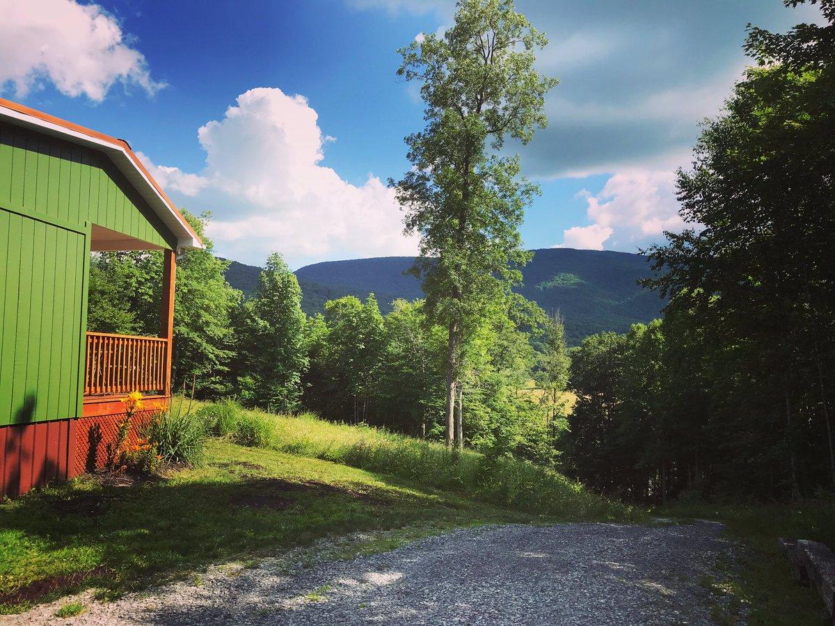 A summer day in Appalachia. #whitetopmountain #appalachiantrail #appalachia #summer #summervibes #usinterior #cabinlove #cabinliving #swva #dongolacabin #uponthelaurel #loveva #rurallife #ruralpic.twitter.com/biE2ky4chg