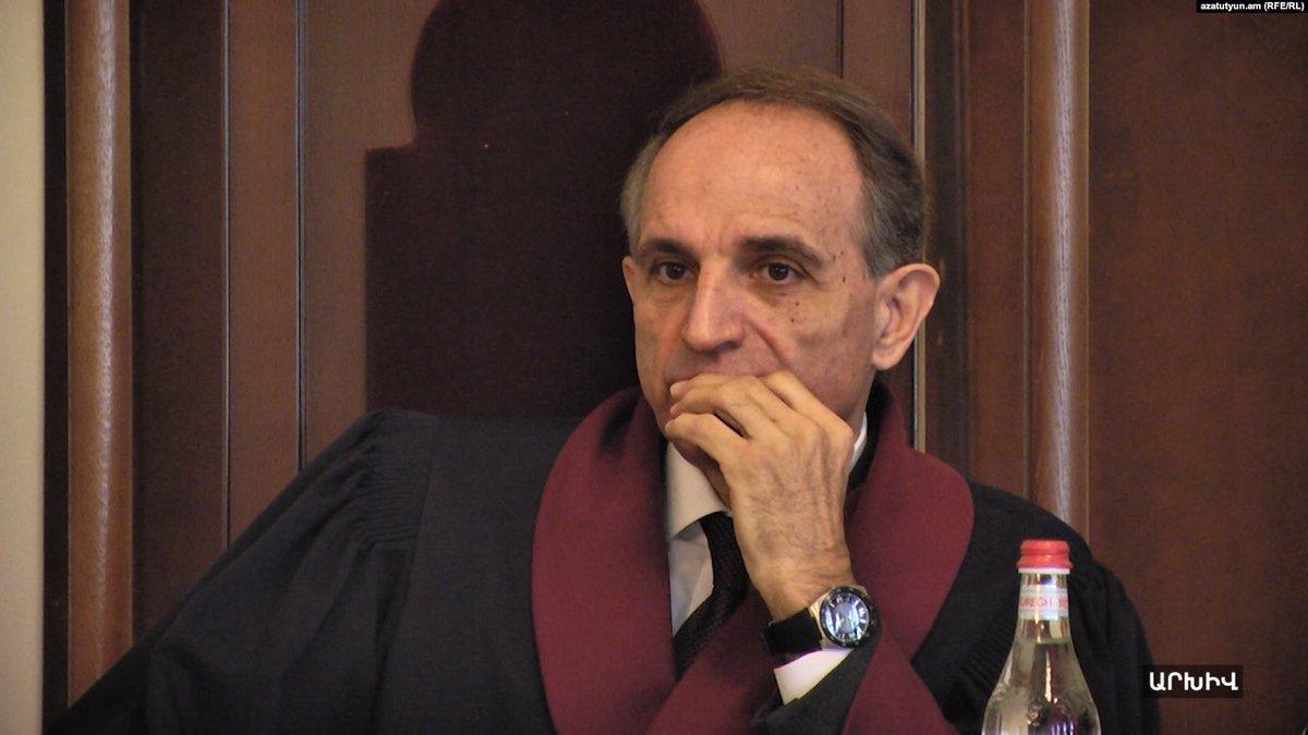 Ոստիկաններն արգելել են ՍԴ նախկին անդամ Հրանտ Նազարյանին մտնել Սահմանադրական դատարան  https://t.co/wejp8AqGWz https://t.co/Uj0R8BrYtd