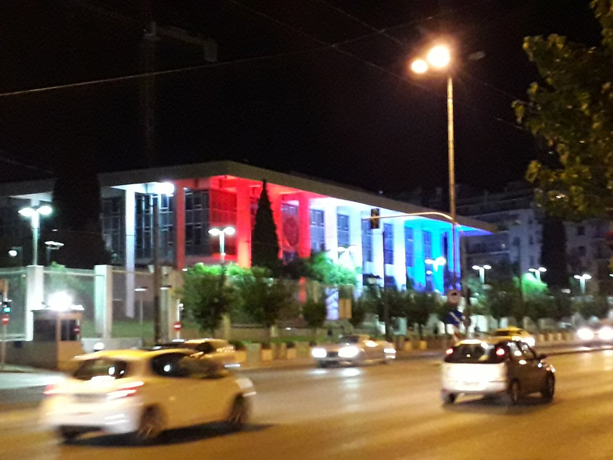 These colours look quite familiar to the French. 😃  Happy July 4th to our American friends in 🇬🇷 and worldwide!  🇨🇵🇺🇸  @USEmbassyAthens @USAmbPyatt #4thofJuly #Greece #Grece #Patrick_Maisonnave #Diplomacy https://t.co/4Pc77HBsXs