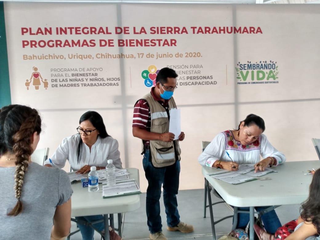La simulación es cosa del pasado y menciono esto ya que hoy no existen listas infladas o a modo. Como ejemplo, tan solo en #Chihuahua, este año se apoyará a más de 25 mil niñas y niños de manera directa, es decir, casi seis veces más de los que se apoyaba anteriormente.