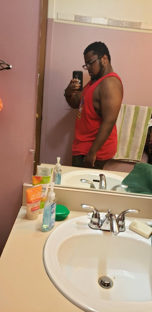 Workout today complete. Couldnt go to my trainrrs gym cuse hes out of town but he did send me a workout to do to keep my flow going.  #flexfriday <br>http://pic.twitter.com/TGPeiBfWQi