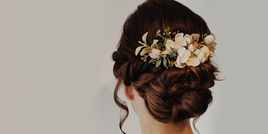 Check this gorgeous bridal up-do created by our hair specialist Brooke. What's your favourite wedding hair accessory? #bridalhair pic.twitter.com/E7XwOeyxp8