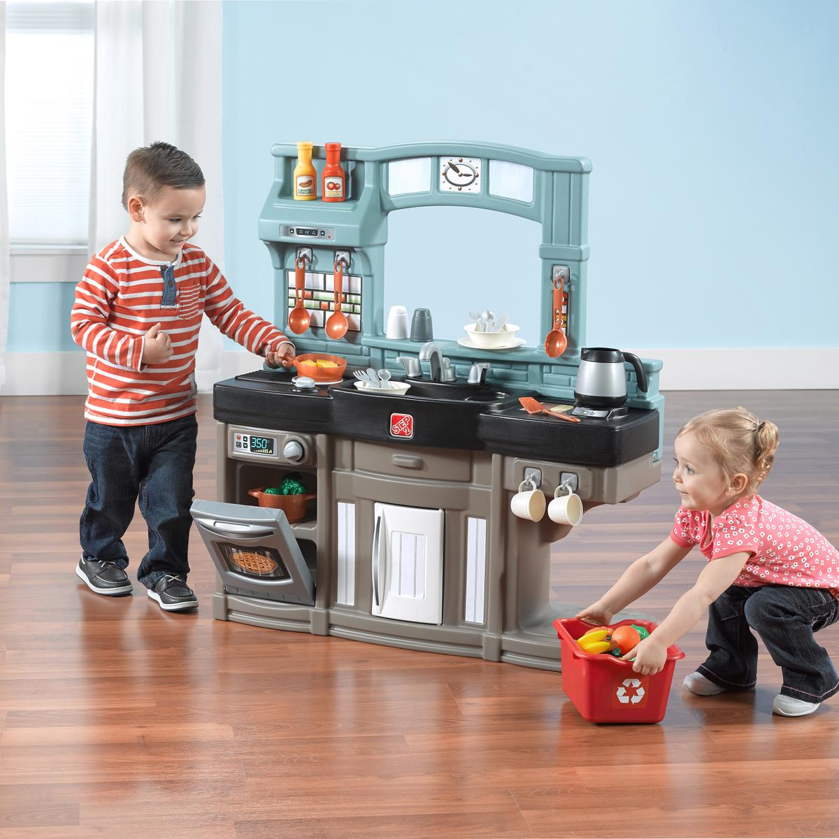 The Best Chef's Kitchen is a compact, interactive kitchen play set for your little chef! * * * #step2parents #Step2Adventures #Step2UK #instababy #step2kids #instakids #toddler #childhoodunplugged #instatoddler #indoorplay #activeplay #letthembelittlepic.twitter.com/lNRIH8G1ho