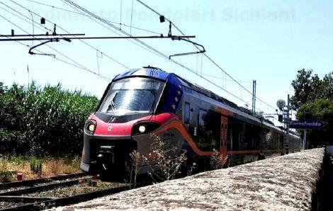 """Pendolari sul piede di guerra, """"Servono più treni e più corse, non più veloci"""" - https://t.co/DqNlxRovzt #blogsicilianotizie"""