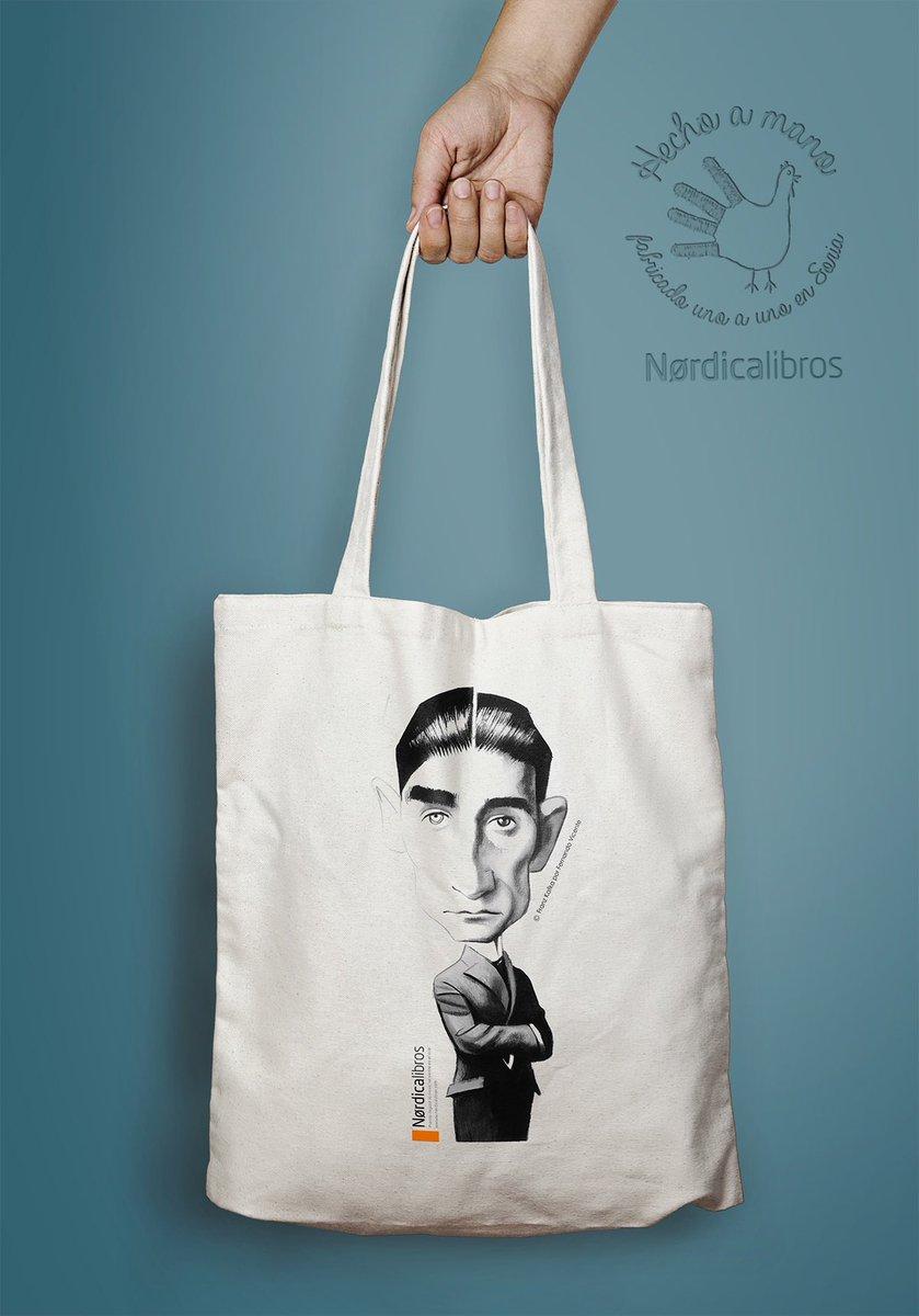 Hoy no podíamos olvidarnos de Franz Kafka, quien hoy cumpliría 137 años. Para celebrar esta efeméride os recomendamos la bolsa con dibujo de @FVicente_Illust y el volumen «Cartas a Felice», un libro esencial para descubrir íntimamente al escritor checo. #FranzKafka https://t.co/rFFmyQXUfK