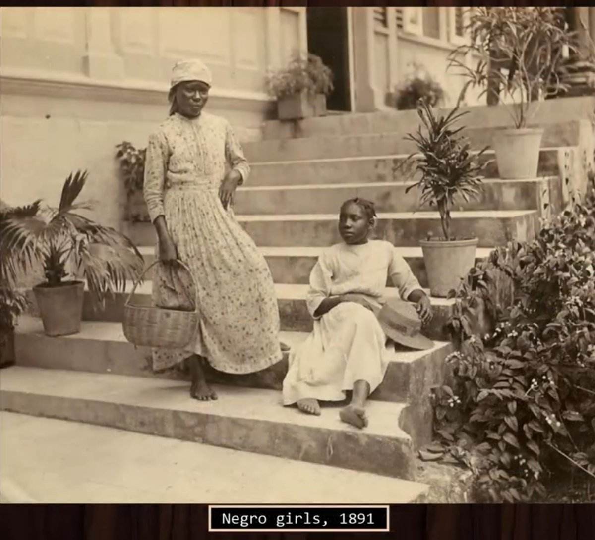 Unsure of source. But a thread of rare vintage photos of every-day life in Jamaica before the 1900s. (with captions) 📸