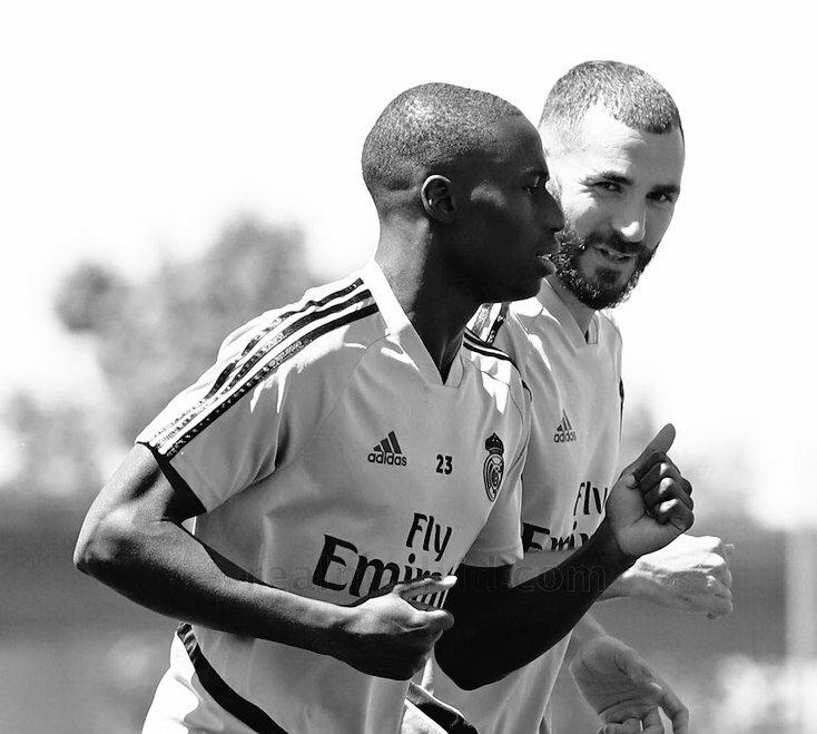 @Benzema Sabias palabras  Le Nueve ❤✊!! Fuerza a ti leyenda 🙌🙏!! Siempre contigo  @Benzema  Hasta el final eres la luz del Madrid y de nuestros corazones ❤💙✊ #kbnueve #kb9 #nueve #benzema  VAMOSSSS esto no acabado 🙌🙏 !! https://t.co/76gwtSbjpZ