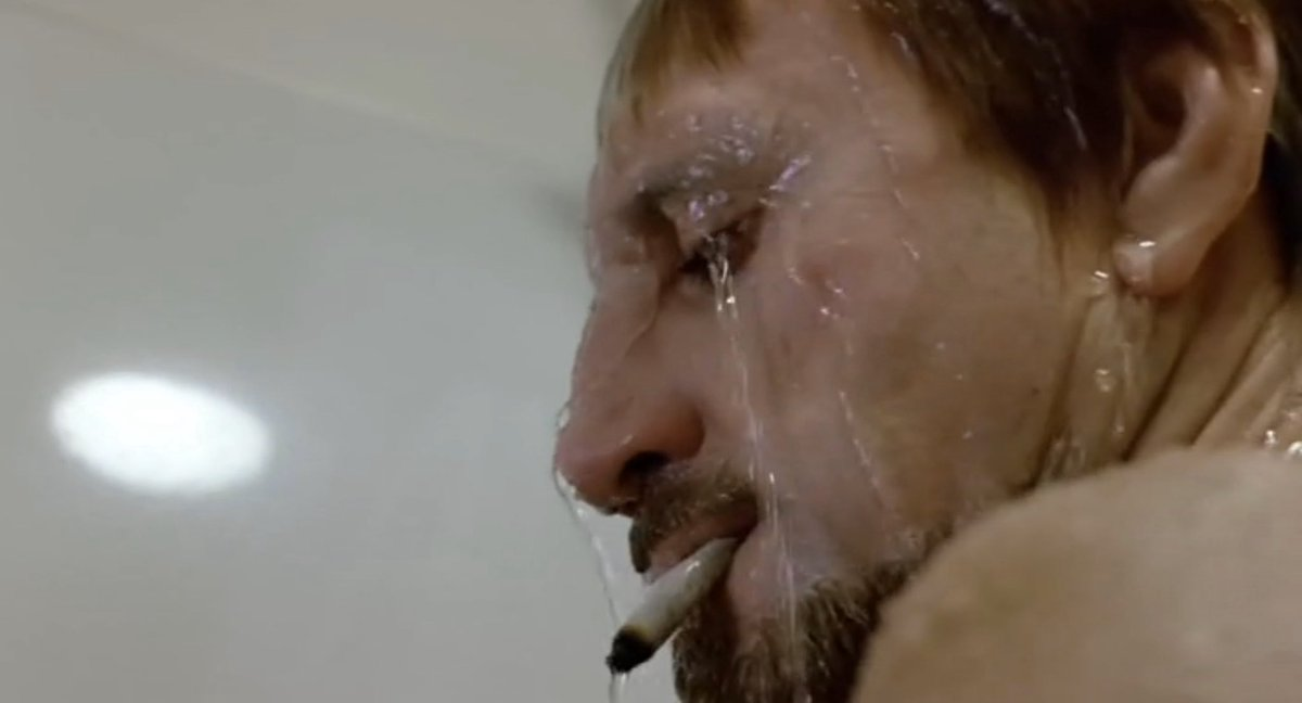 Roy Scheider realizing hes smoking a cigarette in the shower, a major icon of pandemic month 4 https://t.co/3lMikMM4qo