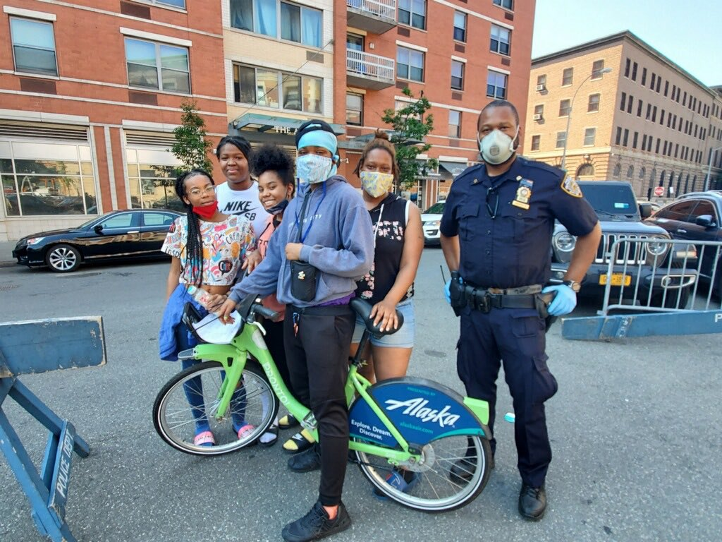 Whether it be distributing food to neighborhood residents, mentoring our youth, or donating bicycles in our communities - NYPD cops and community continue to work together to improve every neighborhood across NYC. https://t.co/kCWVZZoZbM