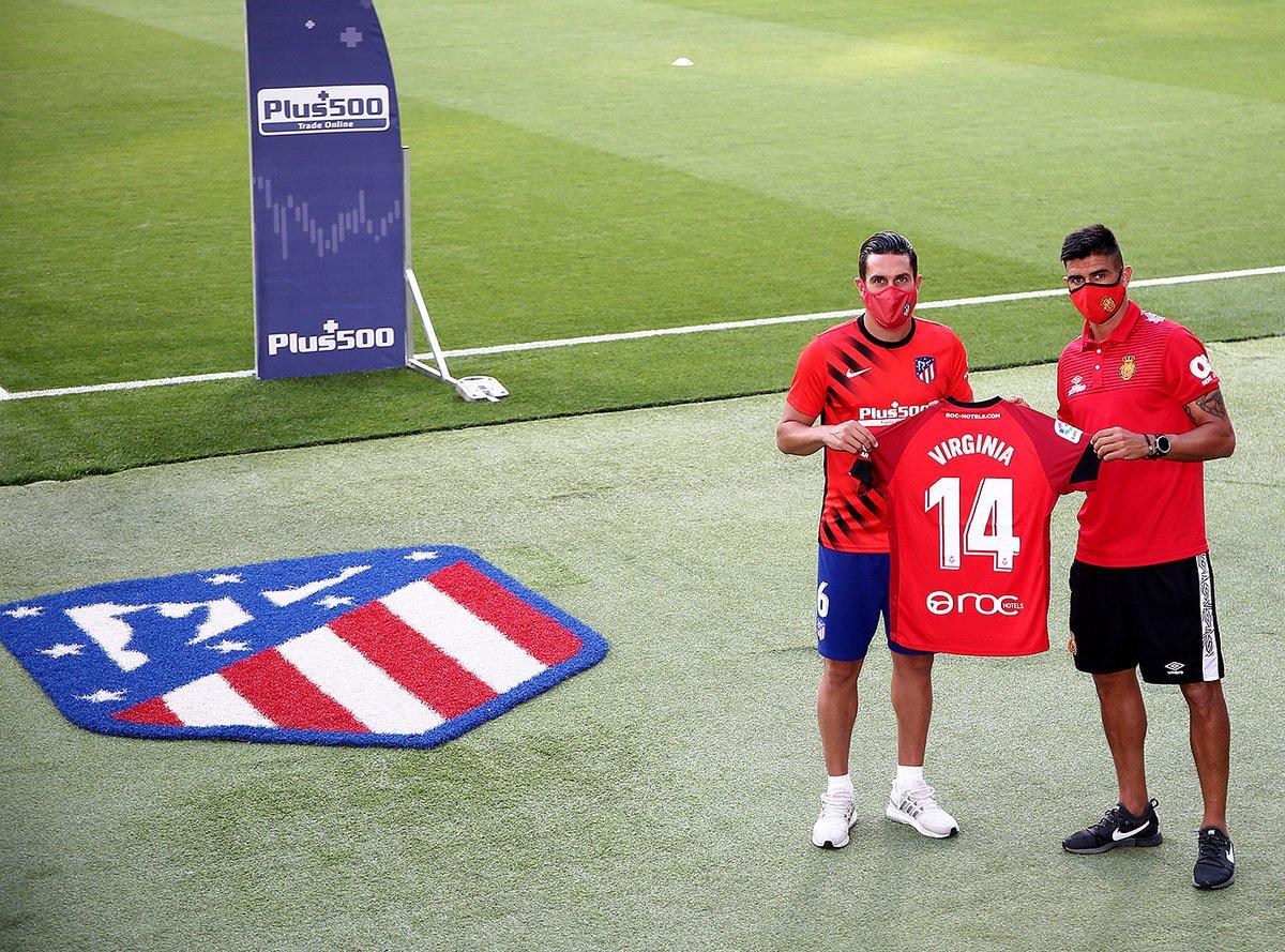 [😊] Xisco Campos, capitán del @RCD_Mallorca, entregó a nuestro capitán @Koke6 una camiseta de ánimo para @VirginiiiaTr   👏 ¡Gracias por este detallazo! 👏  #AtletiRCDMallorca   🔴⚪ #AúpaAtleti https://t.co/MfAK1gJ1ln