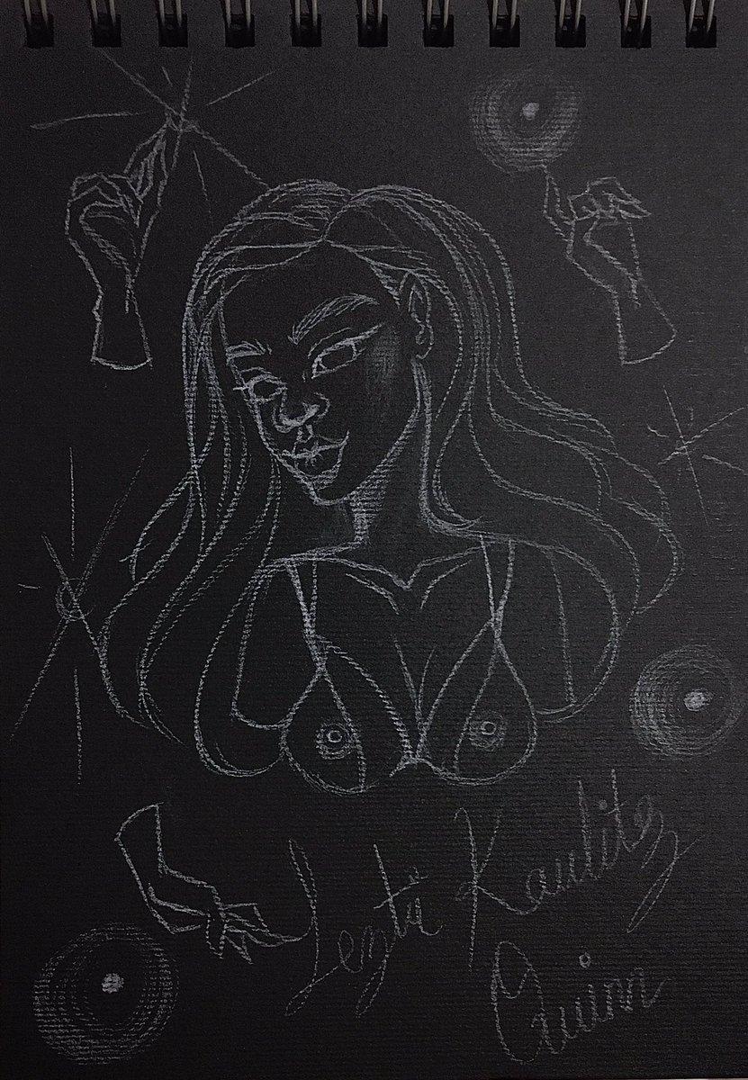 A estrenar mi sketchbook de fabriano negro #art #fabrianopaper #drawinginprogress #artwork #painting #leztikaulitzquinn #illustration #sketch #popsurrealist #kawaiigirl  #visualart  #blackfabrianopaper #fantasy #goldpainting #paintings #creative #paradise #artoftheday #magicpic.twitter.com/JJ9qQdh834