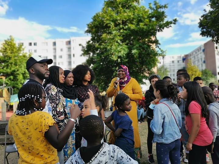 Un grand merci à #AssaTraore d'avoir débuté sa tournée des quartiers par le nôtre, Franc Moisin. @laveritepradama @pour_gaye https://t.co/Ld3i1T43jS