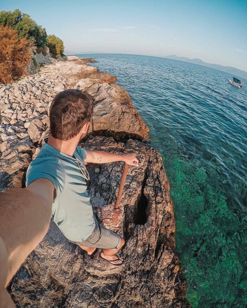 🔙 1 Year ago 🌍🌊 . . .  #Croacia #paradise #croatia #vscocam #vscophile #vscofeature #vscodaily #vscogram #croatia2019 #afterlight #hvar2019 #holidays #mediterrani #ig_croatia #water #seaside #maradriatico #igerscroatia #mediterraniament  #instacroati…