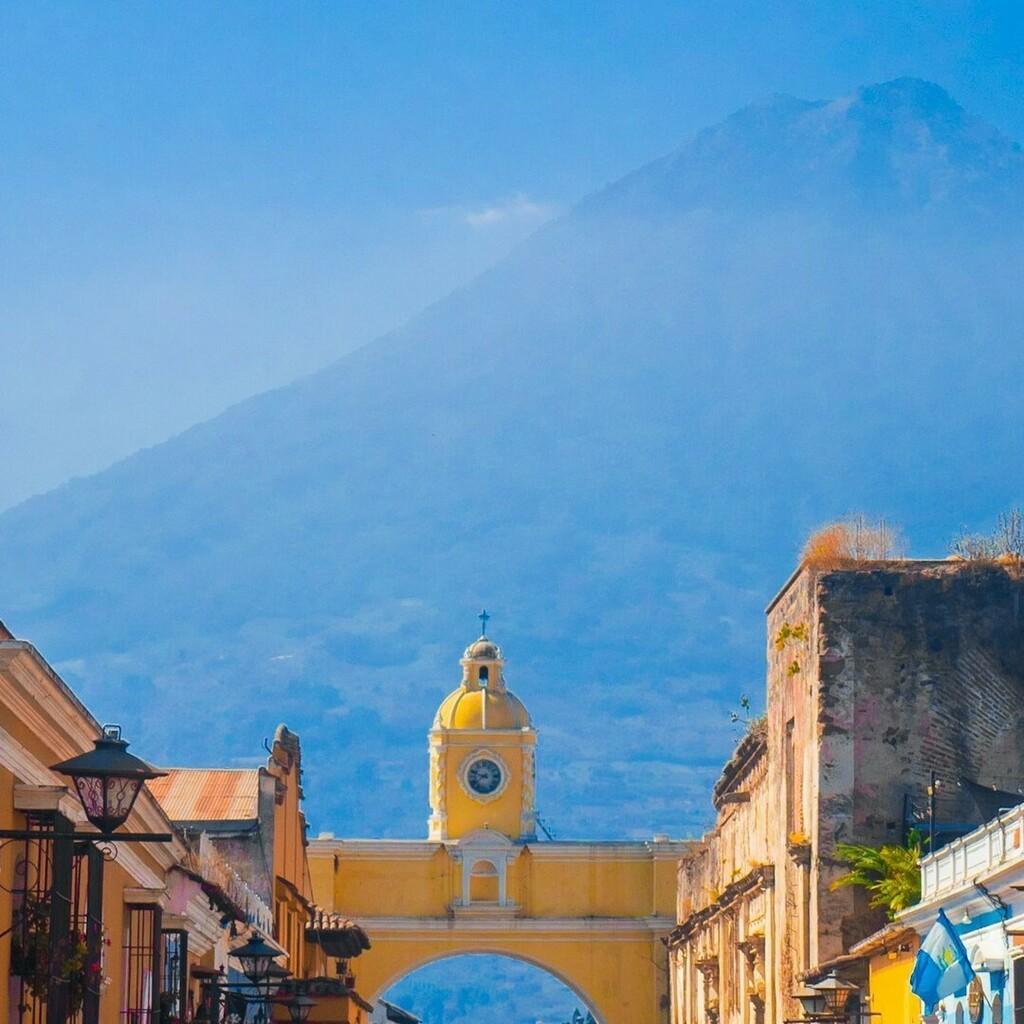 We miss walking with you through the cobblestoned streets and colorful buildings of Antigua! ✨ ⠀ #WeWillTravelAgain⠀ ⠀ ¡Extrañamos caminar junto a ti por las calles empedradas y coloridas de Antigua! ✨ ⠀ #VolveremosAViajar⠀ https://t.co/lHm4YvpDAC https://t.co/E59apjdv8O