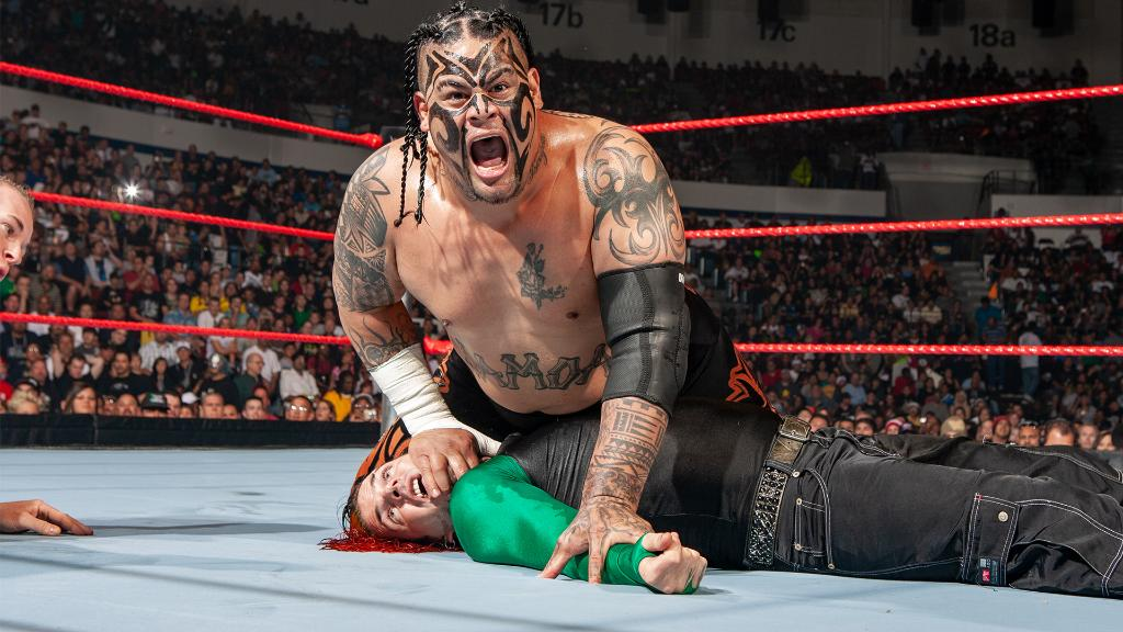 | FULL MATCH |   Watch @JEFFHARDYBRAND and #Umaga redefine the #FallsCountAnywhere Match in this raucous battle at WWE One Night Stand 2008. ⬇️   https://t.co/5b4osIVgr1  (Courtesy of @WWENetwork) https://t.co/sU2NupwnTL