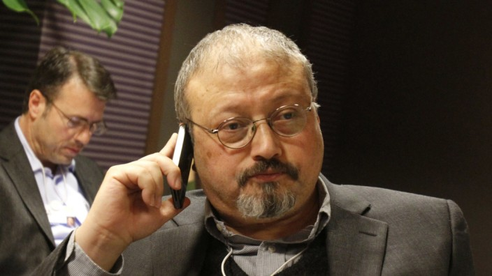 Im Fall des ermordeten Khashoggi hat die Aussage eines Mitarbeiters im saudiarabischen Konsulat ein Gericht in Istanbul beschäftigt. Weniger als eine Stunde nach Eintreffen Kashoggis in dem Konsulat in Istanbul habe er einen Ofen im Garten anfeuern sollen, sagte Zeki Demir. pic.twitter.com/M0nZ2UWuZm  by EHA News - Deutsch
