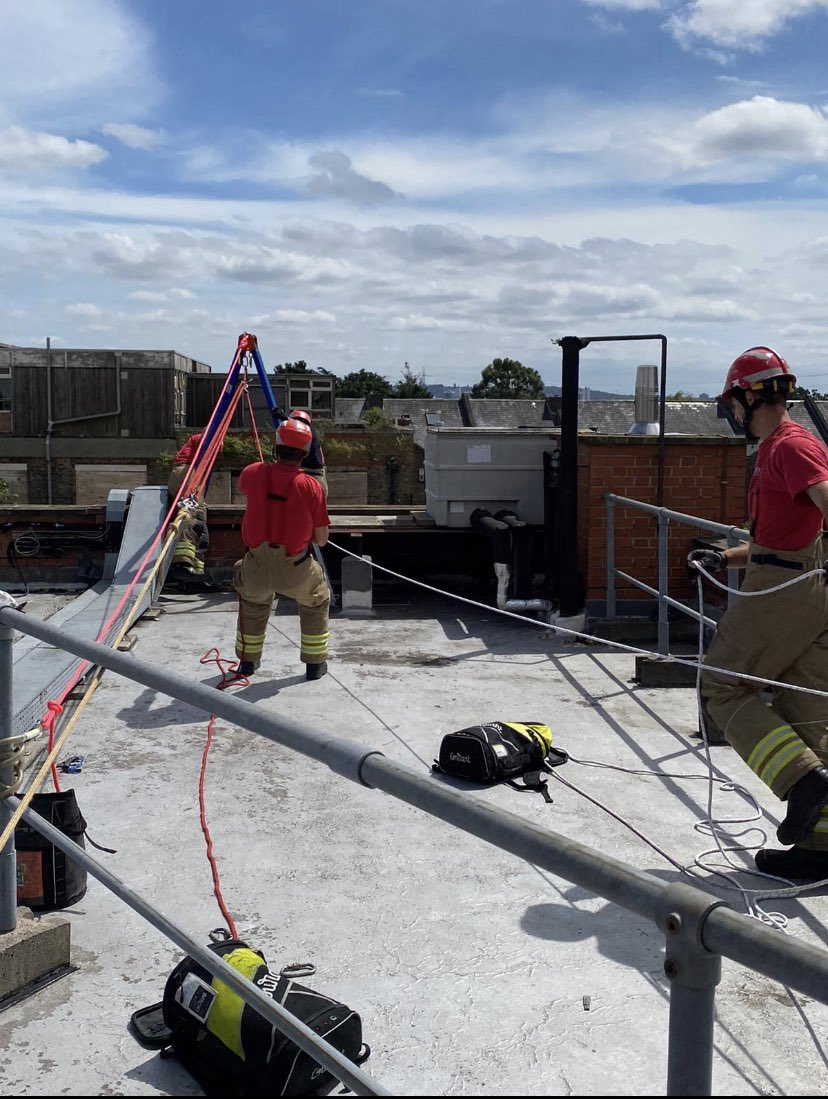 Line Rescue Training For #EastHam White Watch Today #BeTheBest #TechRescue 🚒 👍🏻 #NotJustFires 🔥 https://t.co/yNbmMbEM1t