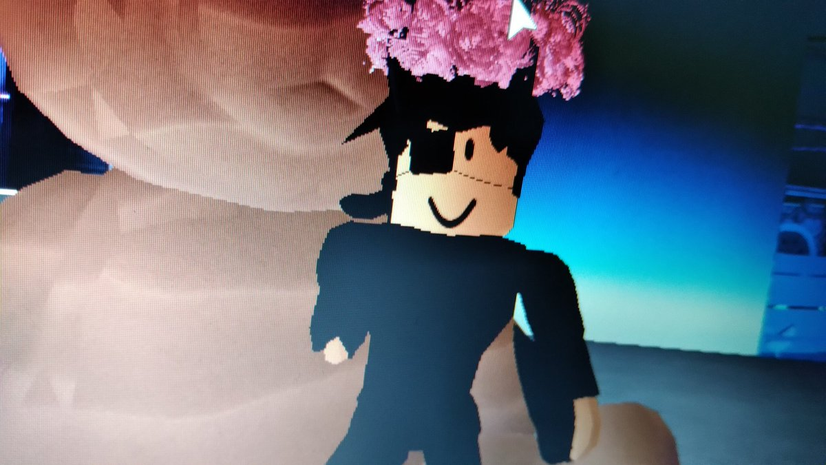 #Royalehightrades i like how people calling me gay cause i wear new val and ppl calling me shame to my parents cause they dont got it,thats messed up. pic.twitter.com/5IIykpMupr  by ~♡Běýöñđ♡~