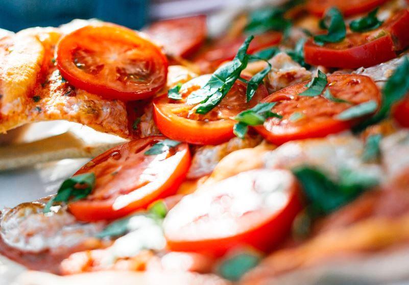 #brighteningup your #dinnerplans for #Friday     * * * * * * * * * * * * * * * * * * * * * * * * * * * #nyc #ny #friyay #tgif #july #july4th #pizza #pizzapie #eeeeeats #feed #feedfeed #delish #sogood #amazing #love #uws #midtown #july4thweekend #longweekend #usa # #pic.twitter.com/yCpJKwRuHG