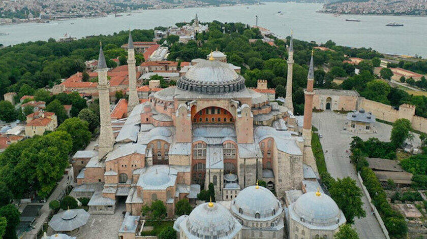 It's an alarming signal if a Turkey 🇹🇷 converts the Hagia Sofia museum into a mosque. There is certainly no shortages of huge mosques in the neighborhood, so it's purely a political move. This was the greatest church of Christianity for nearly a thousand years. https://t.co/JhLD4KQOtO