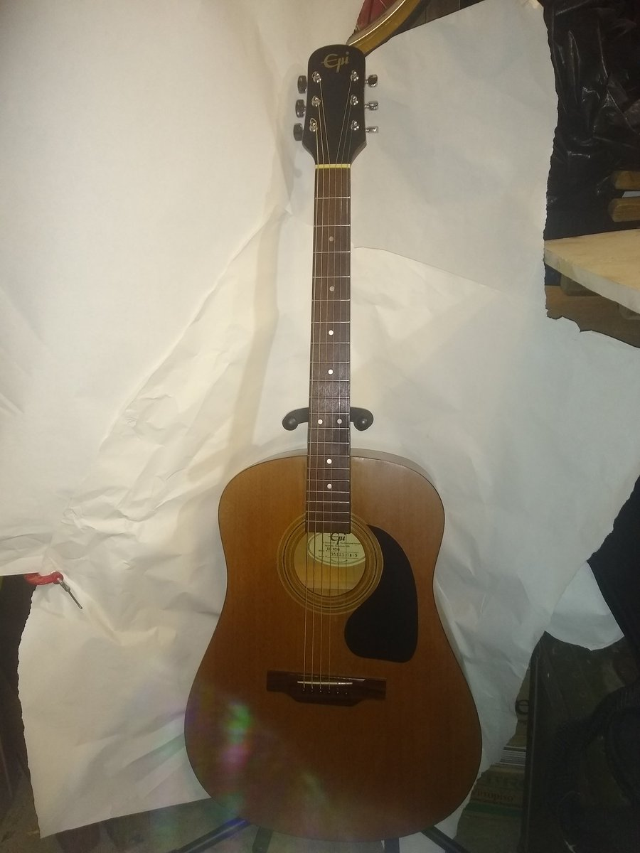 """This to announce my """"Sam's Guitars & Guitar Spa"""" in Spring Texas  curb side service. I have everything! Just tell me what you are looking for I have a selection all setup & new strings. Just tweet me  #spring pic.twitter.com/DVCoqDm1J3"""
