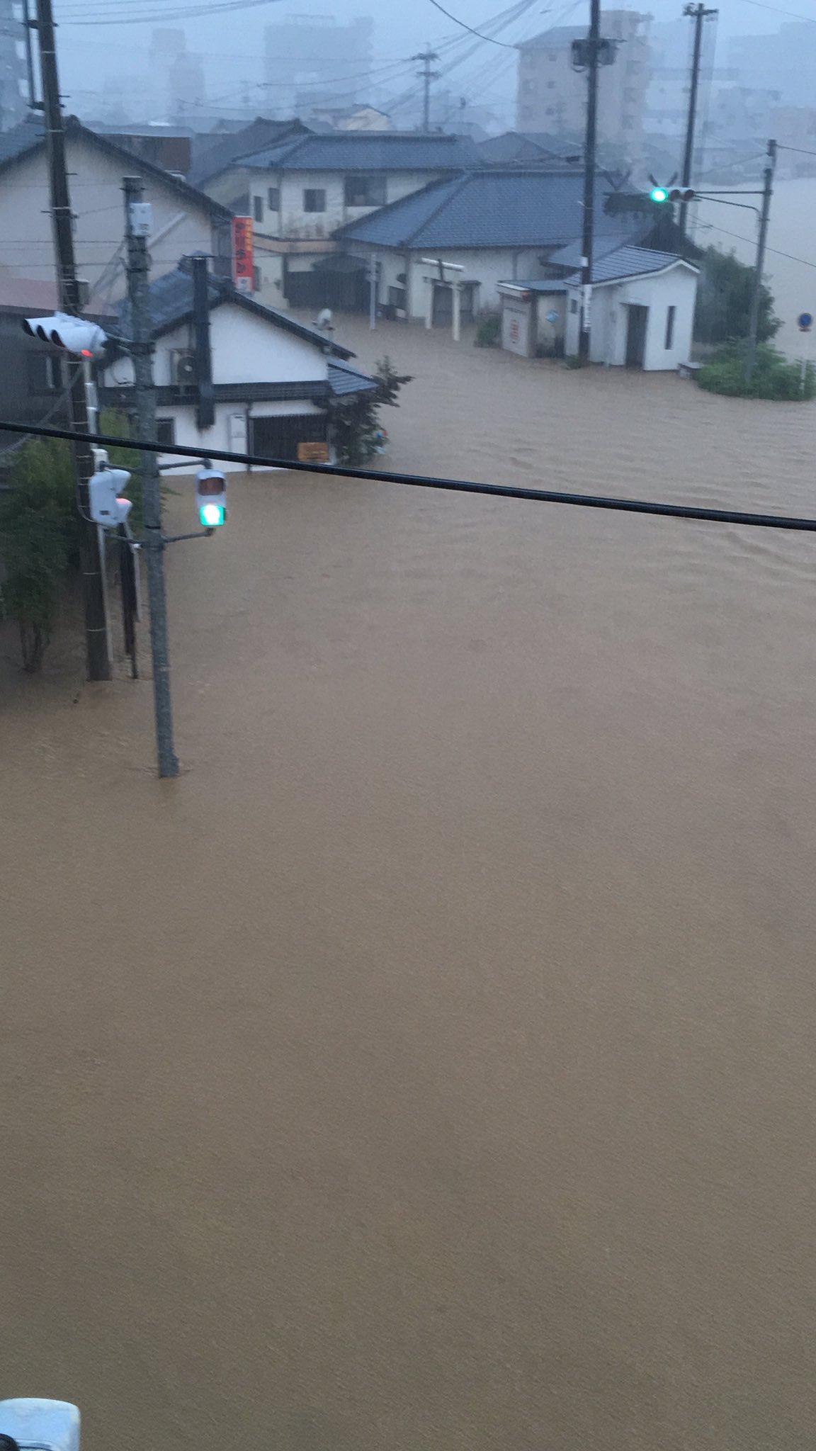 球磨川氾濫で浸水している現場の画像
